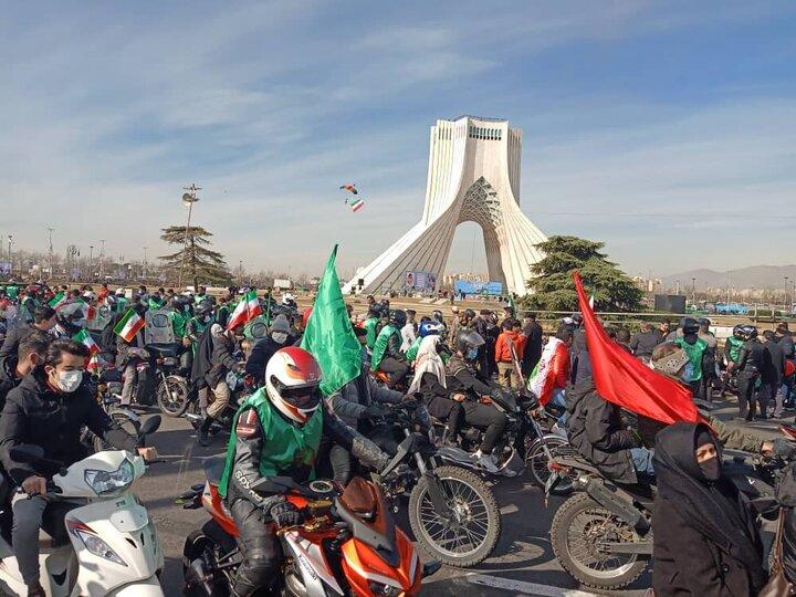 وضعیت ترافیک مناسب و عادی در معابر سطح شهر در مراسم ۲۲ بهمن