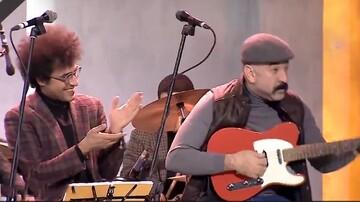 گیتار زدن علی انصاریان و آواز خواندن شهاب حسینی در برنامه همرفیق/ فیلم