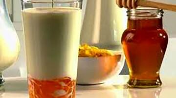 خواص باورنکردنی شیر و عسل برای سلامتی بدن | خاصیت آنتیبیوتیکی و تقویت ایمنی بدن با شیر و عسل