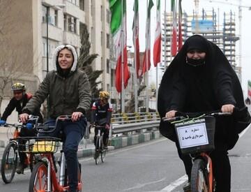 زنان باید دور از دید مردان دوچرخه سواری کنند!
