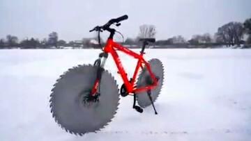 طراحی و اختراع دوچرخه ای جالب برای حرکت روی برف و یخ/ فیلم