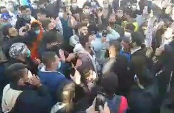 تجمع هواداران استقلال مقابل مجلس و شعار علیه وزیر ورزش و سرمربی/ فیلم