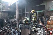 آتش گرفتن انبار پنبه در خیابان مولوی تهران /فیلم