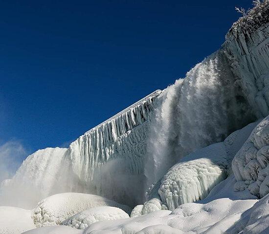 تصاویری حیرتانگیز؛ وقتی نیاگارا یخ میزند