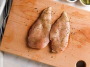نحوه مزه دار کردن مرغ با ادویه برای غذاهای ایرانی | چطور مرغ رو مزهدار و طبخ کنیم؟