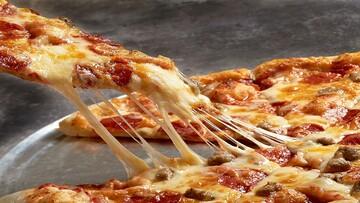 برای کش آمدن بیشتر پنیر پیتزا چه کار باید کرد؟   ترفندهای خوشمزه تر کردن پیتزا خانگی