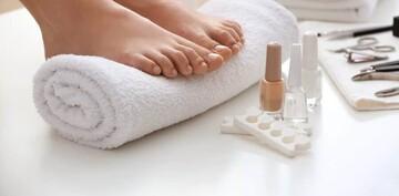 با ۸ روش ساده ناخنهای پاهایتان را در خانه پدیکور کنید