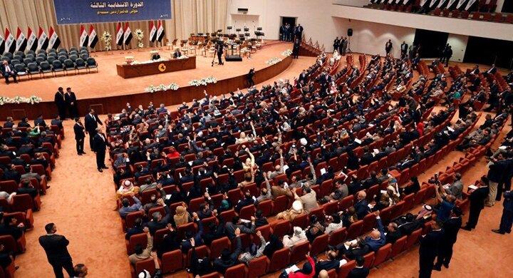 درگیری فیزیکی در پارلمان عراق/ نمایندگان به هم یکدیگر کفش پرتاب کردند!