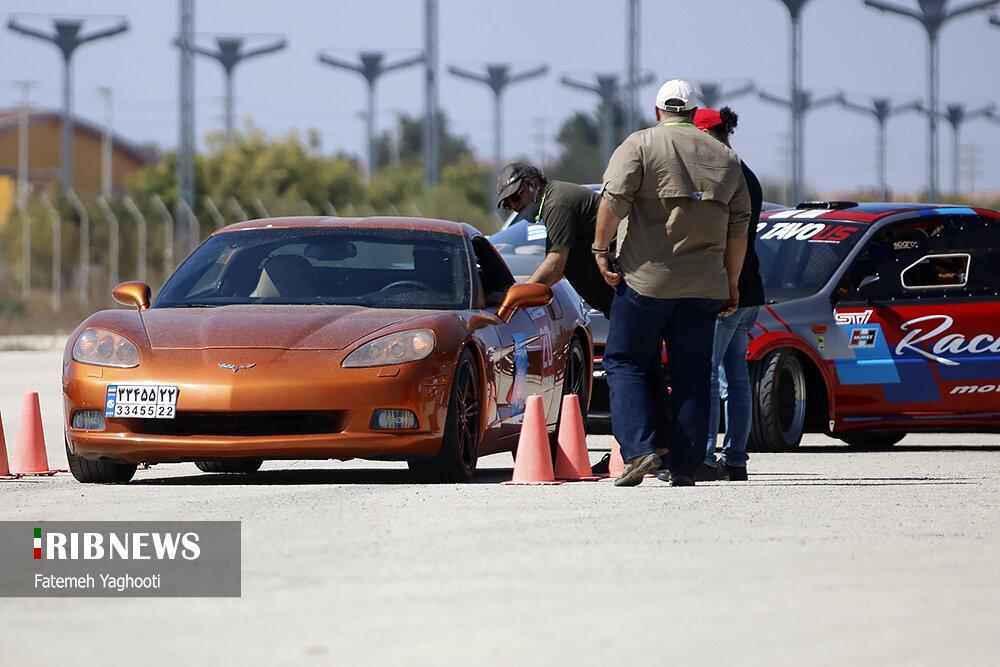 رقابت اتومبیلرانی خودروهای میلیاردی در جزیره کیش / تصاویر