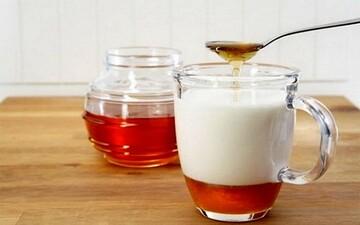 خواص باورنکردنی شیر و عسل برای بدن؛ از درمان بی خوابی و کاهش استرس تا سم زدایی
