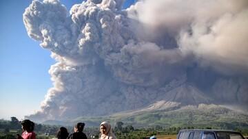 لحظه فوران وحشتناک آتشفشان در اندونزی /فیلم