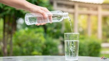 فواید نوشیدن آب فراوان   درمان سردرد با مصرف آب
