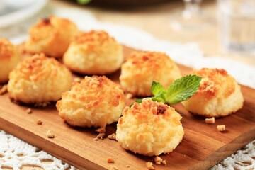 نحوه درست کردن شیرینی نارگیلی خانگی برای سفره عید نوروز + مواد لازم