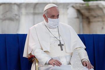 لحظه گوش دادن پاپ فرانسیس به آیات قرآن /فیلم
