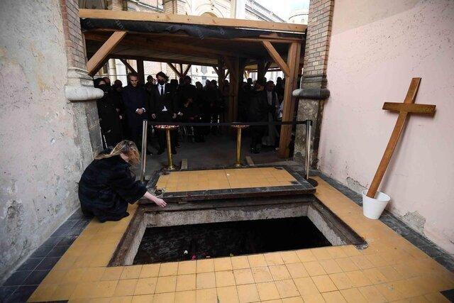 تصاویر | محل عجیب خاکسپاری کرانچار | حضور سرمربی سابق ایران در مراسم تدفین