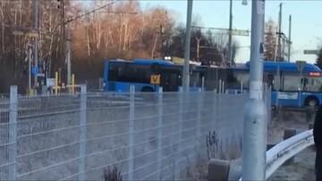 صحنه دلهره آور تصادف قطار با اتوبوس مسافربری / فیلم