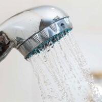 چندبار در هفته باید دوش بگیریم؟ | اگر به اندازه کافی دوش نگیرید چه اتفاقی میافتد؟