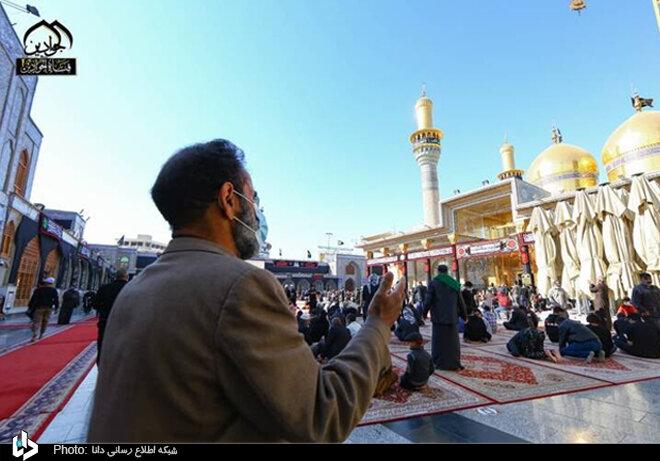 حضور زائرین در حرم شریفین کاظمین در سالروز شهادت امام موسی کاظم(ع)