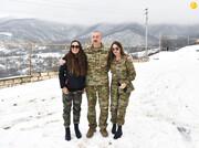 همسر و دختر الهام علیاف در لباس نظامی حین بازدید از قرهباغ / تصاویر