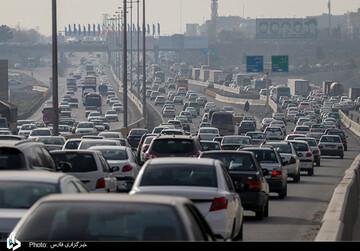 ترافیک سنگین آزادراه تهران-کرج در روزهای پایانی سال / تصاویر