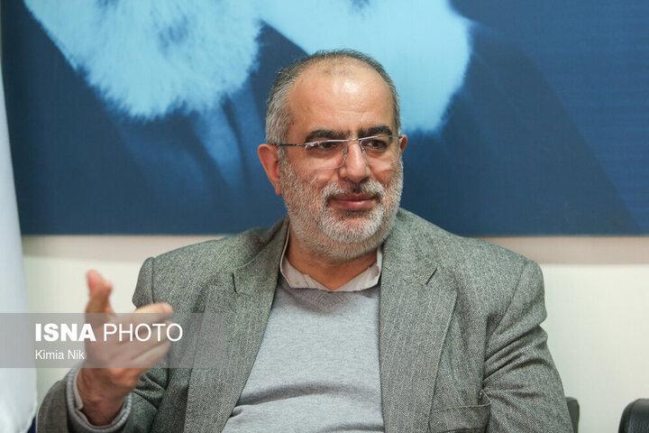واکنش حسام الدین آشنا به انتشار یک طرح در سایت رهبری / عکس