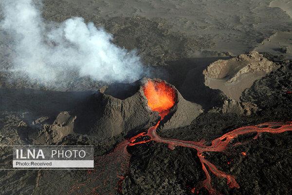 فوران جدیدترین آتشفشان در نزدیکی پایتخت ایسلند/ فیلم
