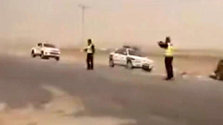 برخورد وحشتناک خودروها در جاده شیراز - اصفهان به دلیل طوفان / فیلم