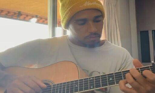 گیتارنوازی لوئیس همیلتون / فیلم