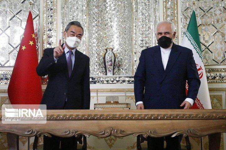 ابراز خرسندی ظریف از دیدار با همتای چینیاش در تهران