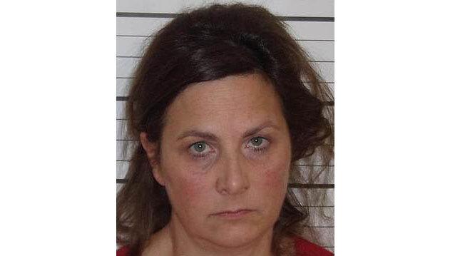 همخوابی زن ۵۱ ساله با پسر ۱۷ ساله شوهرش با تهدید / عکس