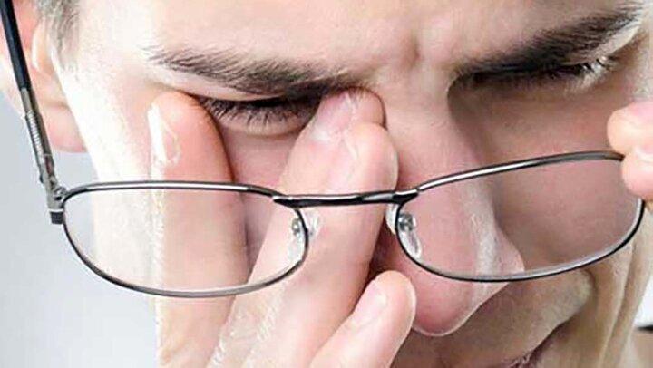 مهمترین علائم و نشانههای خشکی پلک چشم چیست؟   علل بروز خشکی پوست پلک چشم و نحوه درمان