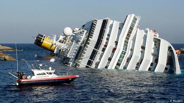 تصادف  دو کشتی تجاری در آبهای اندونزی / فیلم