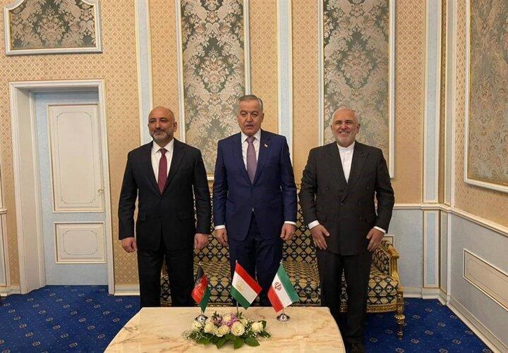وزرای خارجه ایران، تاجیکستان و افغانستان به صورت سه جانبه گفت و گو کردند