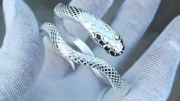 مراحل ساخت دستبند نقره به شکل مار / فیلم