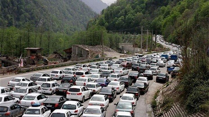 آخرین وضعیت ترافیکی محورهای شمالی   ترافیک سنگین در محور چالوس و تردد روان در محورهای فیروزکوه و هراز