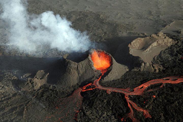 تصاویر هوایی زیبا از آتشفشان فوران کرده ایسلند / فیلم