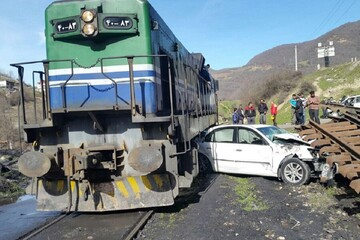تصادف مرگبار خودرو با قطار / راننده در دم جان باخت