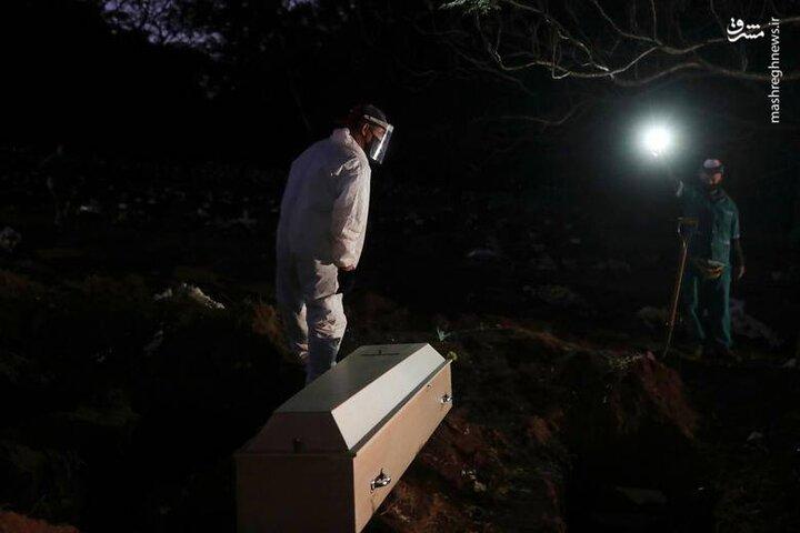دفن شبانه کروناییها در برزیل / فیلم