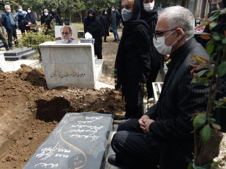 مدیر سابق موزه ملی ایران در زادگاه مادریاش آرام گرفت