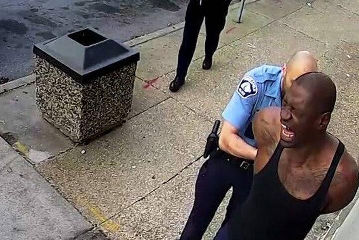 انتشار ویدئوی جدید و دیده نشده از بازداشت جرج فلوید / فیلم