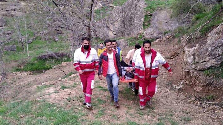 نجات عجیب یک نوجوان پس از سقوط از کوه / عکس