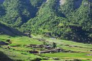 عبور قطار از دل کوهستانهای زیبای لرستان / عکس