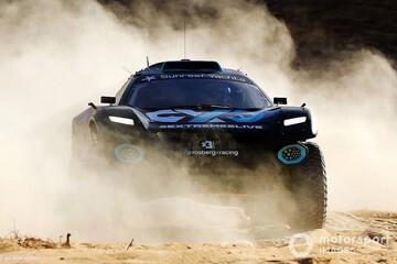 واژگونی وحشتناک خودرو در مسابقات اتومبیلرانی عربستان / فیلم