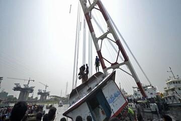 غرق شدن یک کشتی مسافری در بنگلادش / دهها تن کشته و زخمی شدند