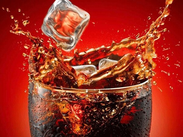 مضرات فراوان مصرف نوشیدنیهای شیرین گازدار و نوشابهها