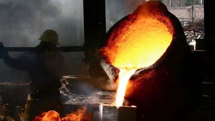 خودسوزی کارگر کارخانه درون کوره فولاد به دلیل از دست دادن سرمایهاش / فیلم