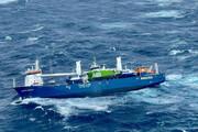 لحظه نجات یک کشتی باری عظیم در دریای نروژ /فیلم