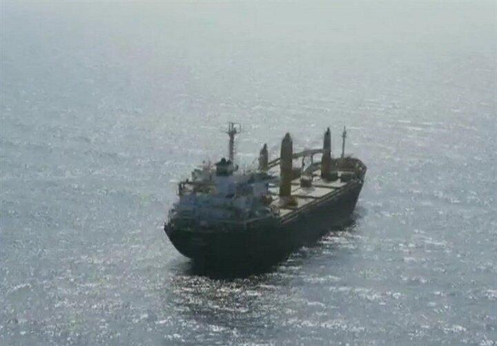 کشتی غول پیکر چینی دچار حریق شد / عکس