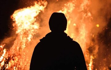 آتش گرفتن وحشتناک مردی در پمب بنزین / فیلم