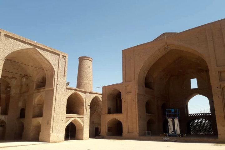 حمله موریانهها به یکی از کهنترین مساجد تاریخی ایران /فیلم